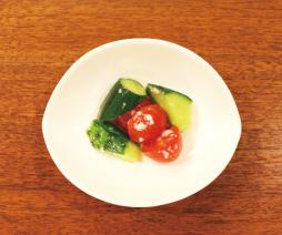 トマトときゅうりの塩麹和え